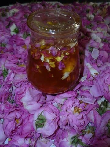 Мед с рози рецепта: http://gotvarstvo.bg/a/med-s-rozi