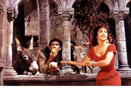 Антъни Куин като Квазимодо и Джина Лолобриджида, като Есмералда във френската екранизация на романа от 1957 г.