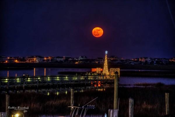 Super Moon December 2017, photo Robbie Bischoff